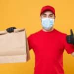 fattorino food delivery consegna a domicilio mascherina guanti AdobeStock 332979876 scaled 1